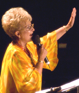 Marilynn Kramar predicando